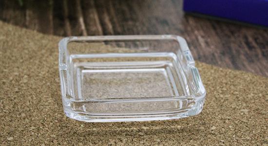 角型ガラス灰皿イメージ